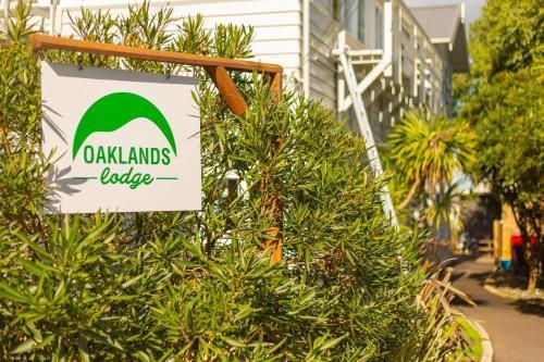 Best Backpackers Hostels in Auckland - Oaklands Lodge