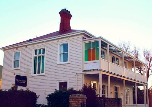 Best Backpacker Hostels in Auckland - Verandahs Parkside Lodge