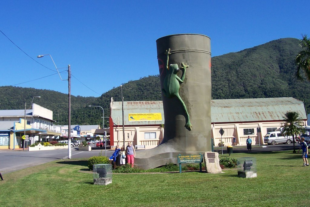 Day Trips from Cairns - Tully Golden Gumboot
