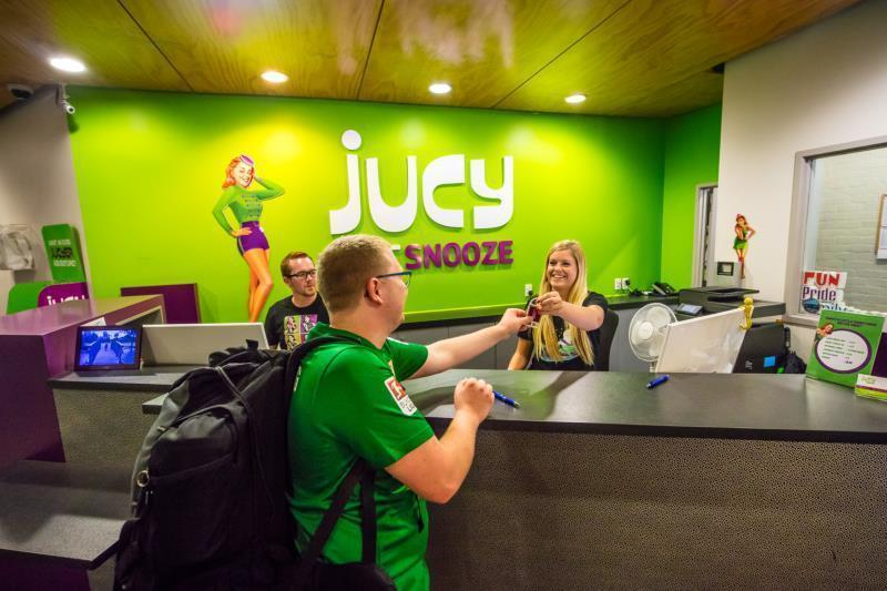 Best Backpacker Hostels in Auckland - Jucy Snooze Auckland