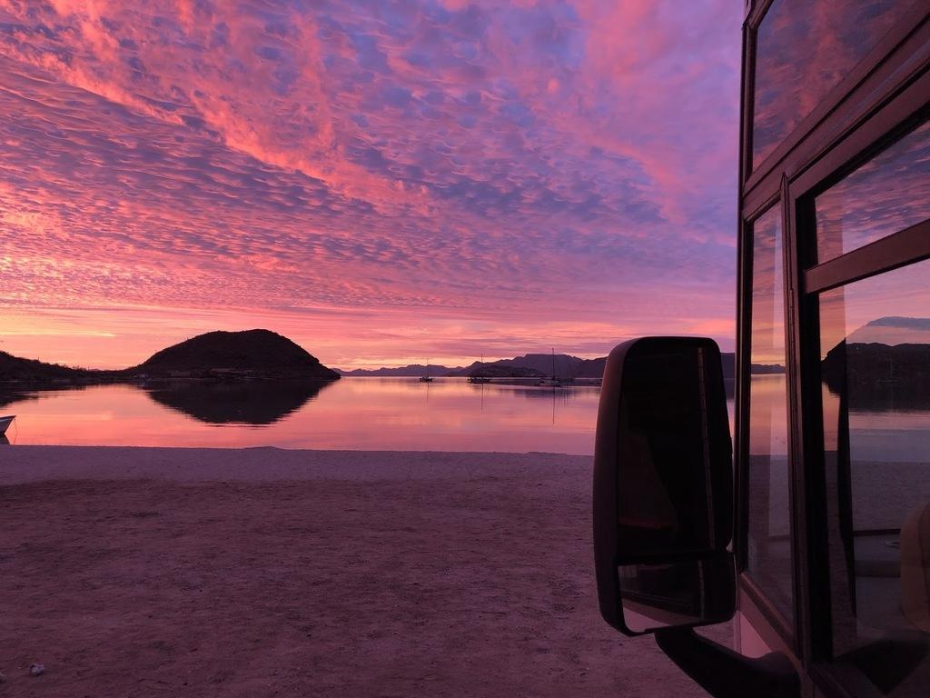 (Beach camping at Playa Santispac, Baja California Sur, Mexico)